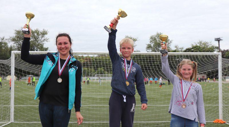Н.Байкова, З.Авдеев, Н.Макарова - победители фитнес-марафона.