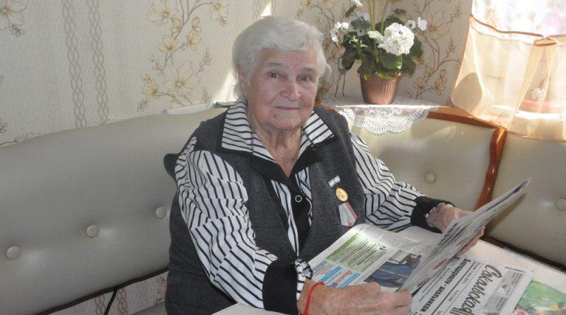 В свои 90 лет Ольга Борисовна Изотова не утратила интереса к жизни.