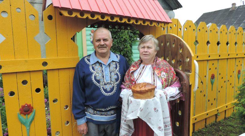 Супруги Александр и Елена Савельевы в этом году отметили серебряную свадьбу.