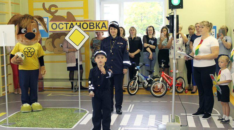 Оснащение автогородка осваивают воспитанники детсада № 20.