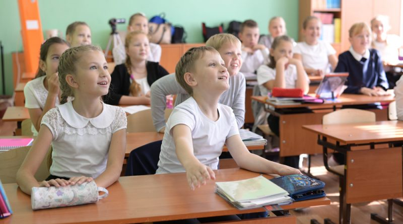 Увлеченные ученики 4 «В» класса школы № 1.