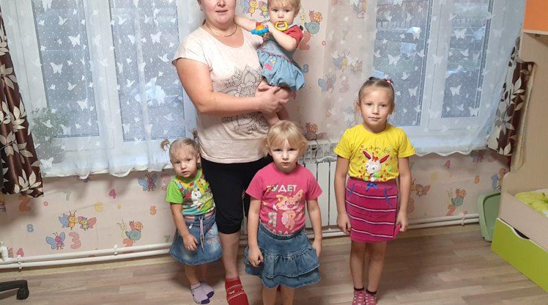 В.Ясюченя с дочками.